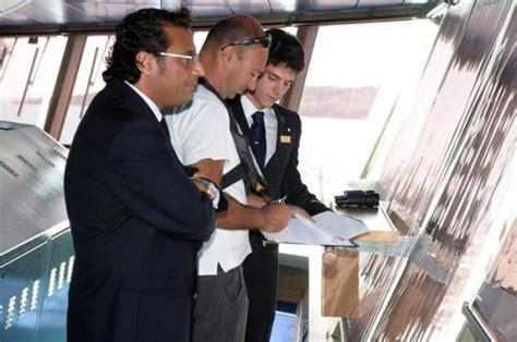 Cabina Di Comando Nave Il Comandante Francesco Schettino