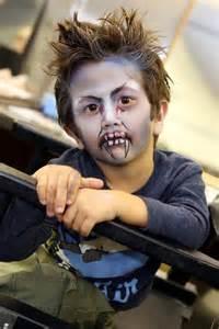 Kürbis Bemalen Gesicht : halloween schminken und fertig ist das vampir gesicht k lner stadt anzeiger ~ Markanthonyermac.com Haus und Dekorationen