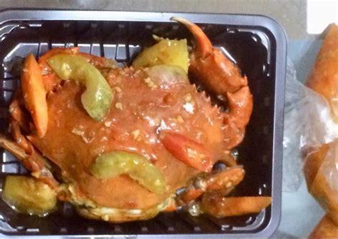 Sajikan di atas piring dan taburi dengan daun bawang yang sudah diiris halus. Resep: Kepiting asam manis pedas yang maknyus