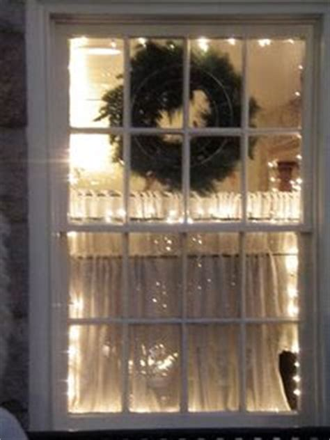 how to hang christmas lights around windows christmas decorating ideas on pinterest holiday tables