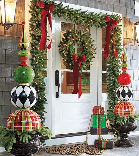 christmas decorations  door house    organize