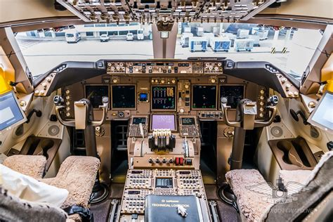 Inside The Lufthansa Boeing 7478i