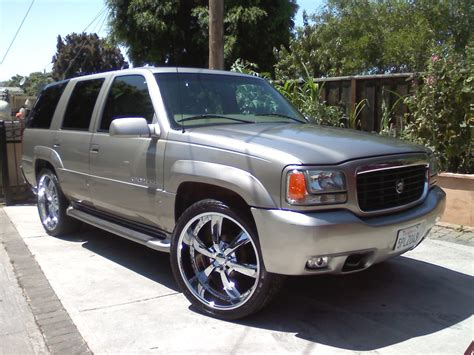 2000 Cadillac Escalade  Pictures, Information And Specs