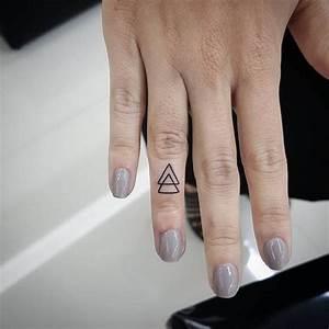 Tatouage Sur Doigt : tatouage doigt id es pour un tatouage discret et styl ~ Melissatoandfro.com Idées de Décoration
