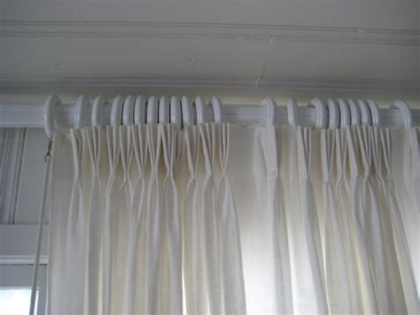 Find Different Types & Styles Of Window Curtains