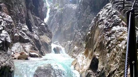 Obergrainau oder hammersbach sind ausgangspunkte einer wanderung durch die höllentalklamm und das sich anschließende höllental. Höllentalklamm in Grainau an der Zugspitze Garmisch ...