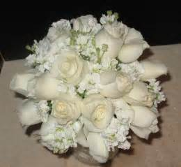 white flowers for wedding white wedding bouquet