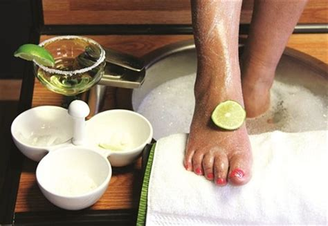 Poltrona Pedicure Foot Classic : What Is The Main Difference Between A Classic Pedicure And