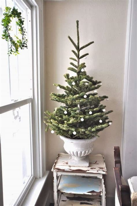 simple  natural christmas tree decorating ideas