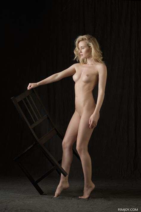 Natural Beauty Gabi Posing In Classic Nudes In The Studio By Femjoy Photos Erotic Beauties