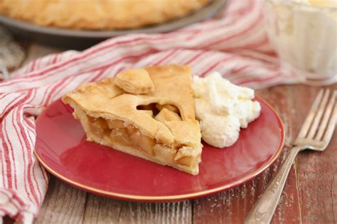 Remove from heat and fold in apples. The Perfect Classic Apple Pie Recipe - Gemma's Bigger Bolder Baking