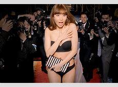 AKB48 Haruna Kojima red carpet wardrobe malfunction