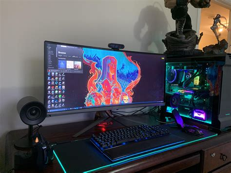 Updated photo of the monitor and pc let's together. Specs ...