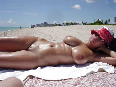 Hot MILF Tanning Naked At The Beach | Private MILF Pics