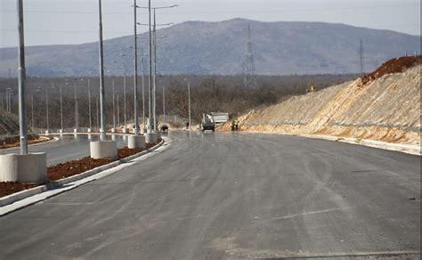 Potpisan ugovor o dionici autoputa na Koridoru 5C kroz ...