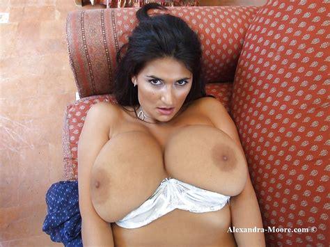 Hot Italian Milf Alexandra Moore I Would Titjob From Her