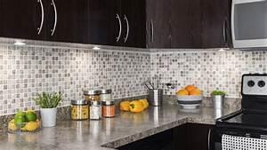 Installer le dosseret de cuisine tuiles de vinyle ou for Kitchen colors with white cabinets with papiers peints pas cher