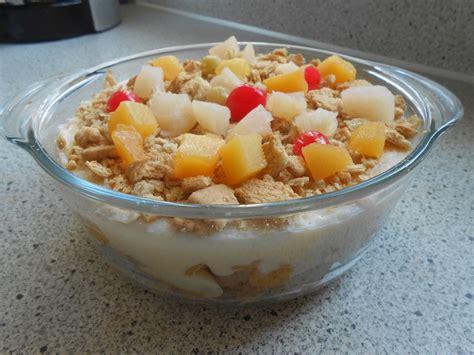 Tuttifrutti Puddingfrüchte Dessert Mit Butterkeksen Von