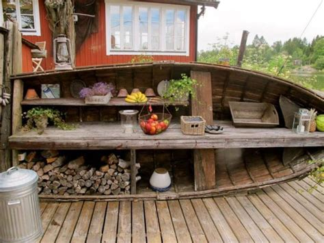 Old Boat Repurpose by 17 Simple Ways To Repurpose A Canoe