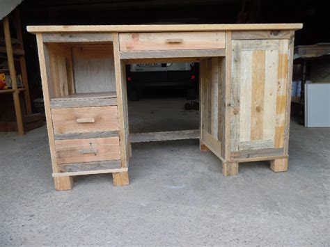 bureaux en bois faire un bureau a caissons en bois de palette