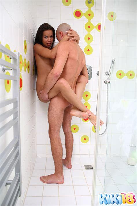 Kiki Fucked In The Shower
