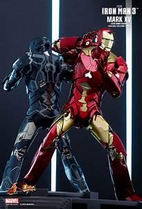 Hot Toys: Iron Man 3 - Iron Man Mark XV (15) Sneaky Retro ...