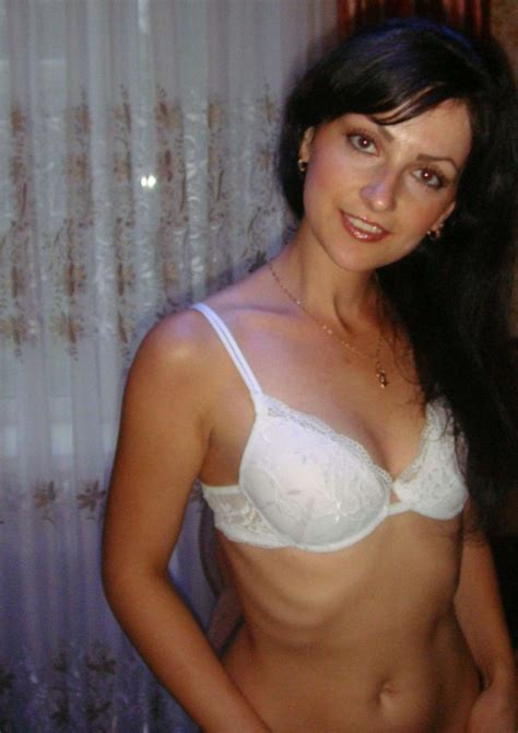 Hot Brunette Wife Redbust