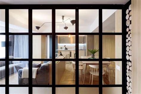 cuisine vitr馥 atelier cloison vitrée atelier déco en bois et gris et brique dans un appartement