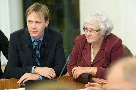 Publisko izdevumu un revīzijas komisijas sēde | 2013.gada ...