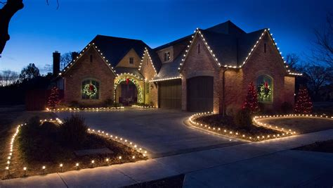 love hanging christmas lights