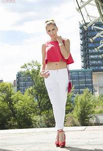 Trendy Ways to Wear Your White Jeans for Different Occasions - Pretty Designs
