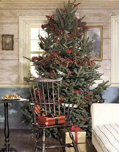 10 Ideas To Decorate Christmas Tree With Pine cones