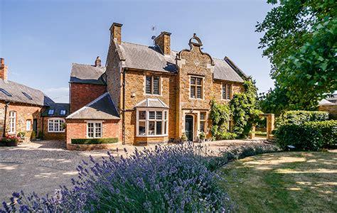 Beautiful Period Village House Close To Spratton Hall