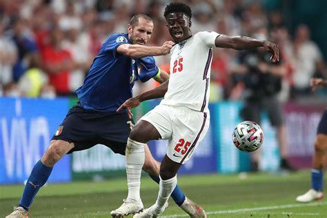 italienska stjaernan giorgio chiellini tappar cyniskt ner englands bukayo saka  finalen  euro