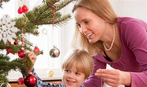 A New Survey Shows That Mums Redecorate The Xmas Tree