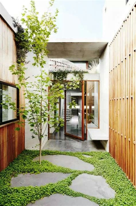 courtyard home design modern houses  interior