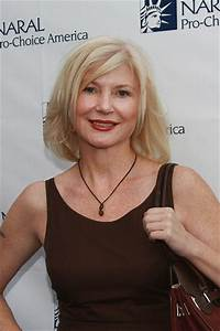 Beth Broderick Height