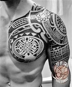 Maorie Tattoo Oberarm : maori tattoo am oberarm und brust f r m nner tribal tattoo pinterest maori tattoos maori ~ Frokenaadalensverden.com Haus und Dekorationen