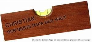 Geschenk Für Vater Der Schon Alles Hat : wasserwaage mit flaschen ffner graviert bester papa mit namen ~ Yasmunasinghe.com Haus und Dekorationen