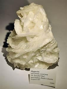File Harvard Museum Of Natural History  Magnesite  Mt