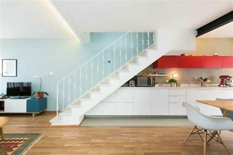 cuisine sous escalier aménagement sous escalier utilisation optimale de l espace