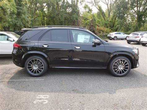 Black bodyside cladding and black wheel well trim. Pre-Owned 2020 Mercedes-Benz GLE 350 4MATIC SUV | Black 20-2725