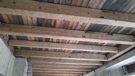 Decke Abstützen Mit Holzbalken schalld 228 mmung f 252 r holzbalkendecke