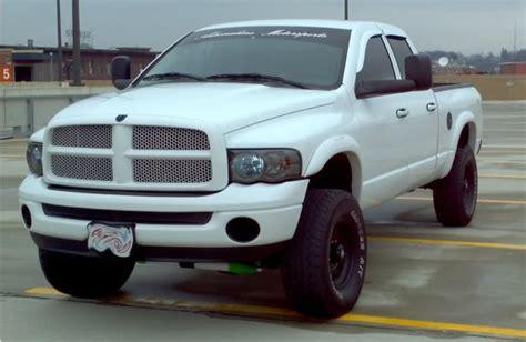 2004 Dodge Ram 2500 35s Leveled ( White Knight