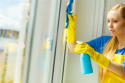 Fensterrahmen Reinigen Weiß by Fenster 246 Len Tipps Zur Wartung Pflege F 252 R Eine Lange
