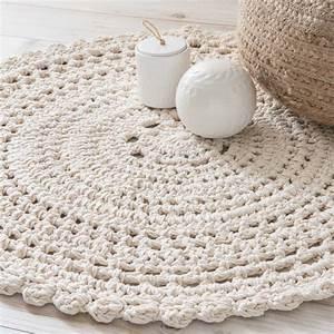 Tapis rond en coton ecru d90cm crochet maisons du monde for Tapis de sol avec coussin canapé 70x50
