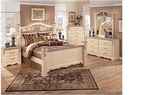 bedroom set excellent condition  ashley furniture