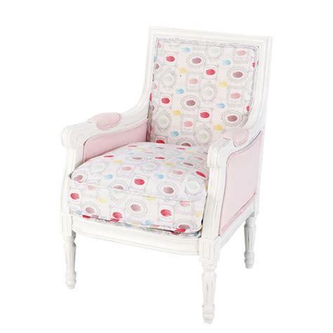 fauteuil bergere maison du monde fauteuil berg 232 re enfant en bois et tissu imprim 233 macarons gourmandise maisons du monde