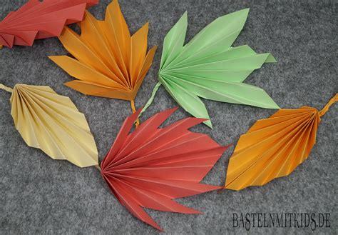 Herbstdeko Fenster Basteln Mit Kindern by Papier Falten F 252 R Bunte Herbstbl 228 Tter Basteln Mit