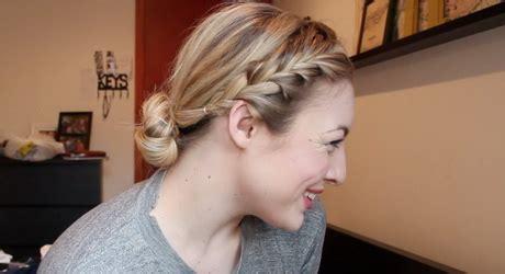 cheveux courts attaches